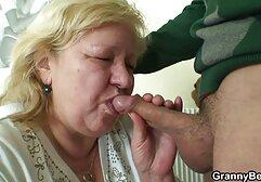 La alumna rubia Raven abuela anal casero es follada por un viejo